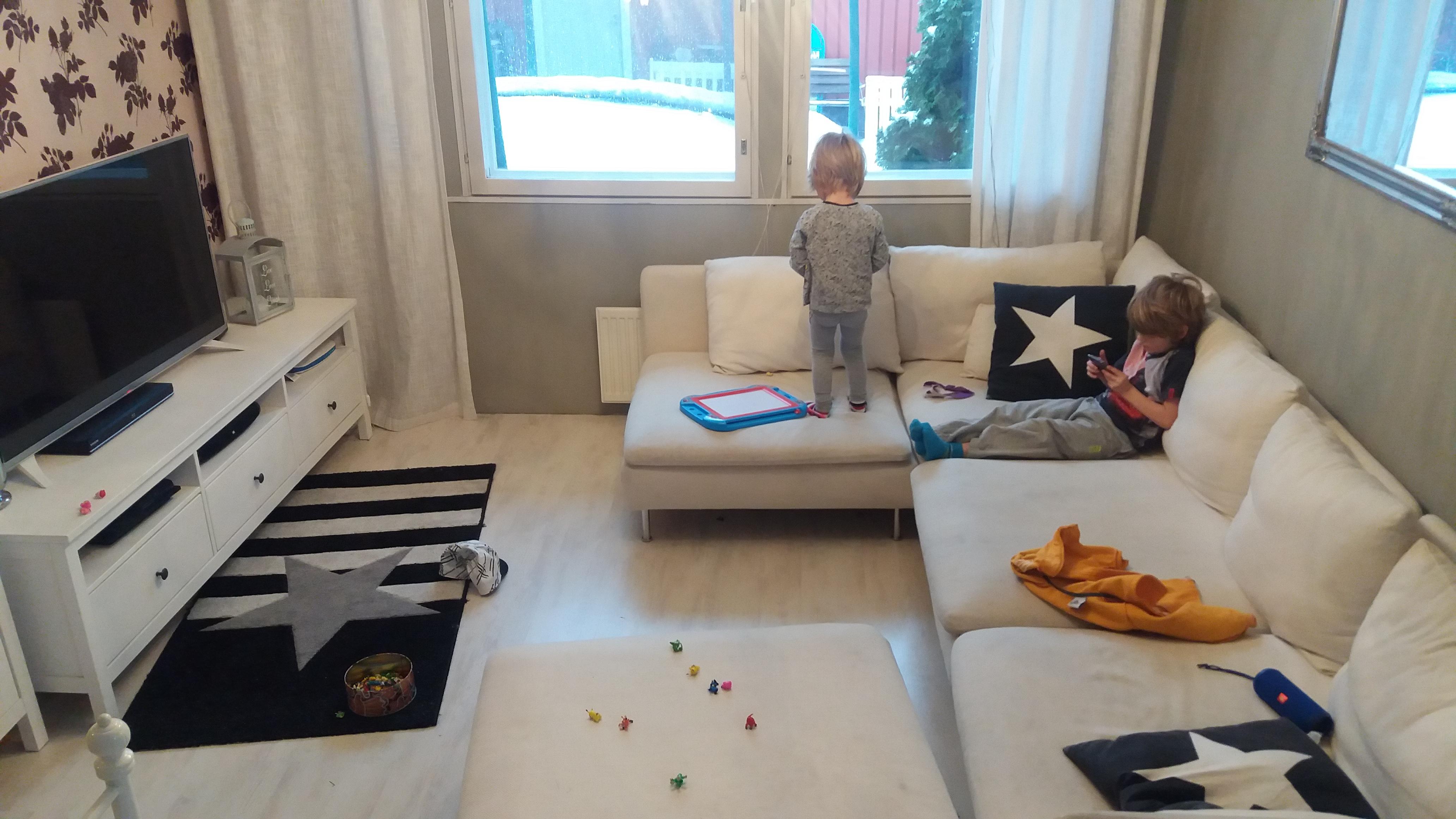 lapsiperheen olohuone