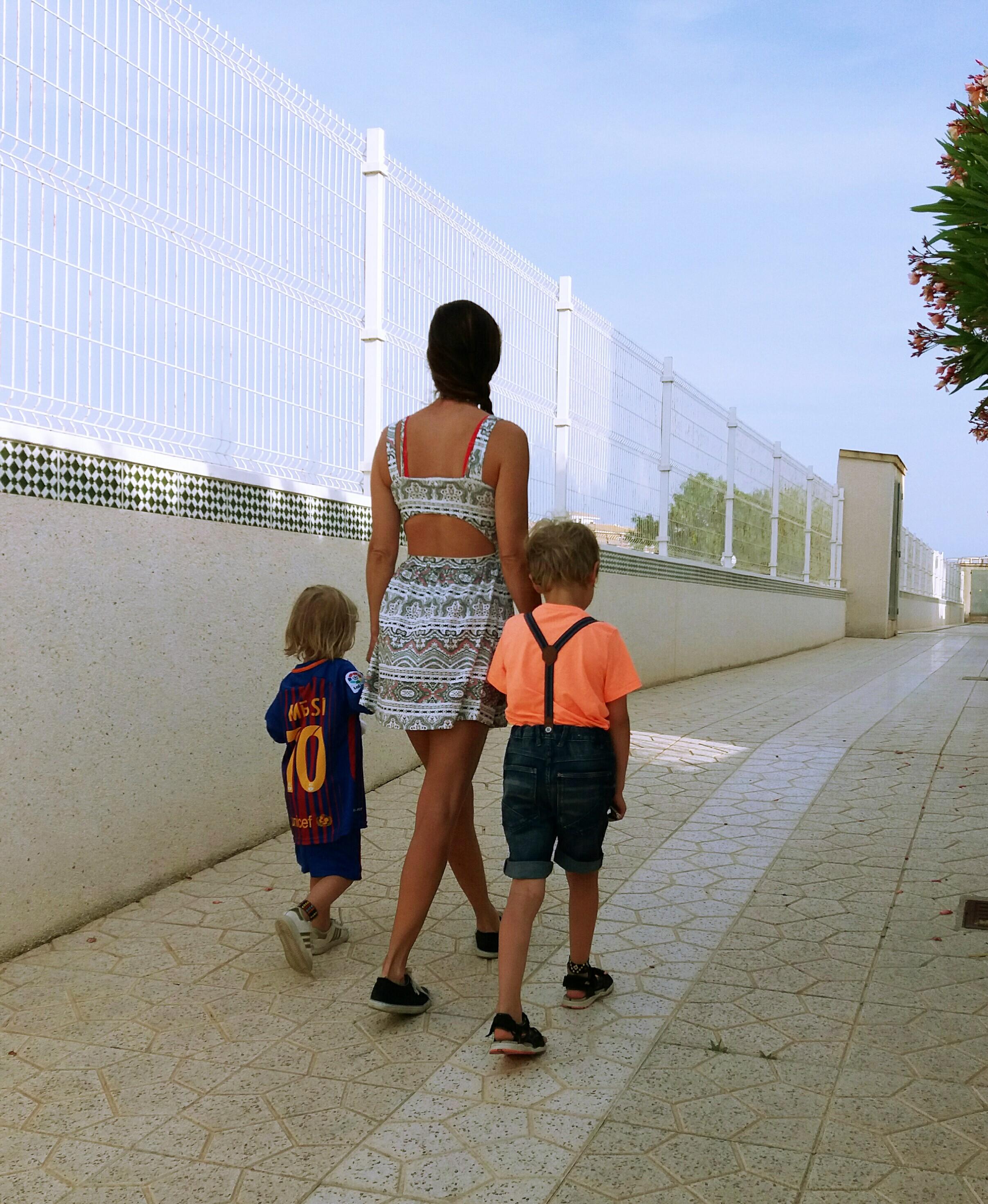 Äiti ja pojat