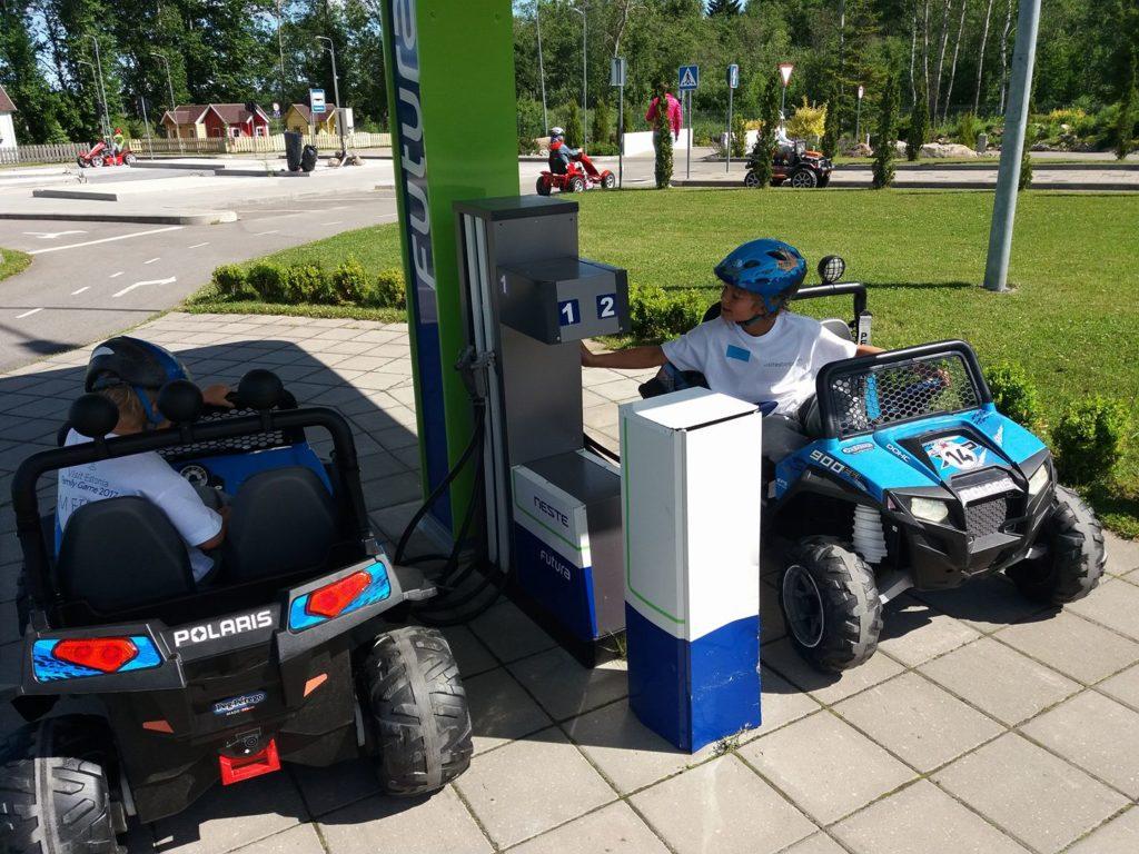 sähköauto lapsille