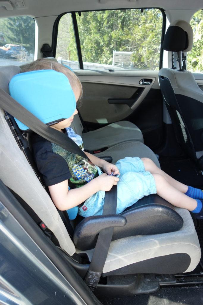 sivutuet autoon lapselle