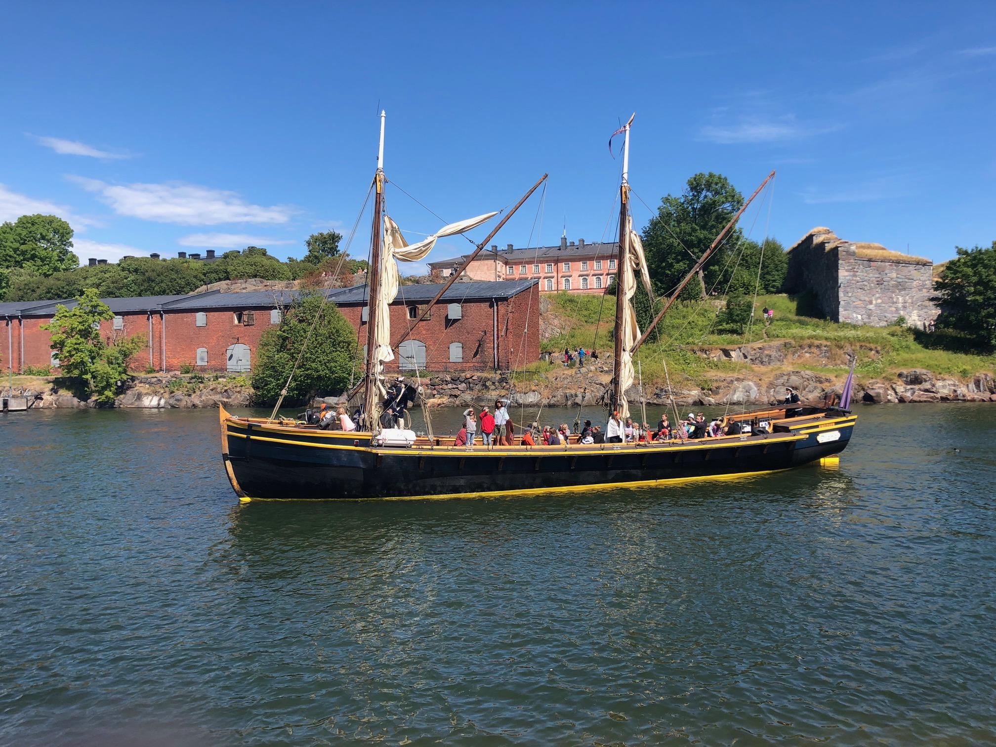Lasten meriseikkailu Suomenlinnassa