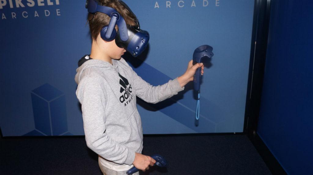 Pikselissä pelataan virtuaalilasit päässä