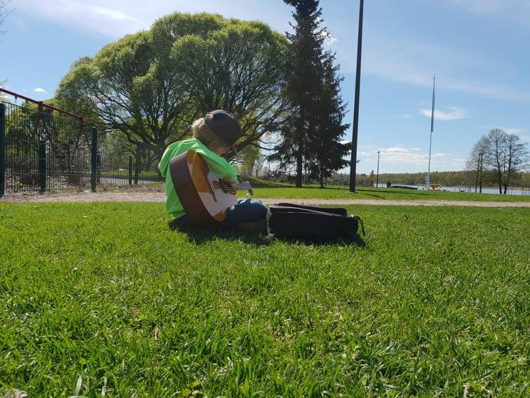 kitara ja poika