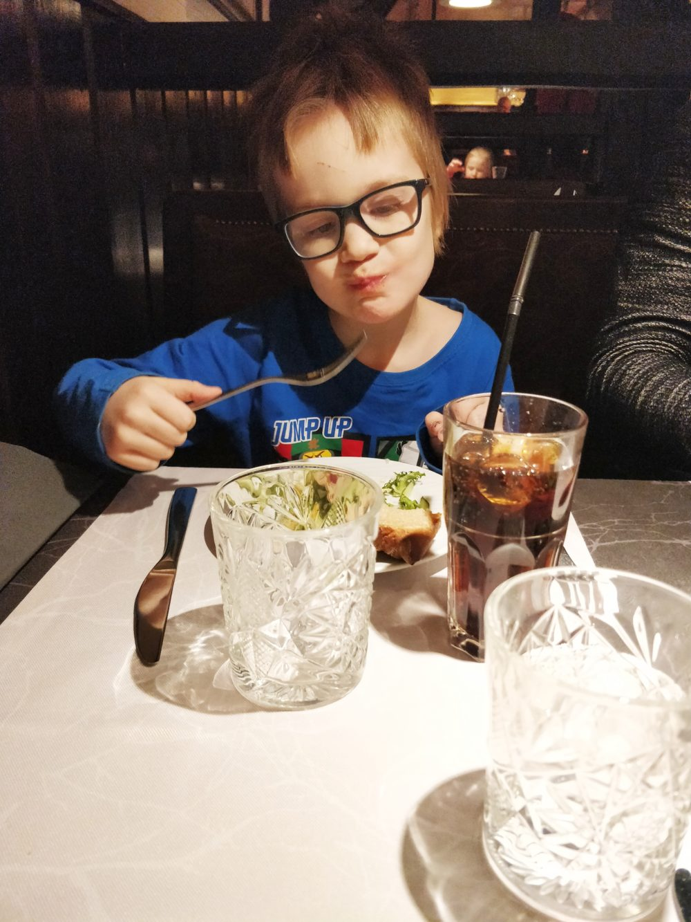 You are currently viewing Onko lasten paikka ravintolassa?