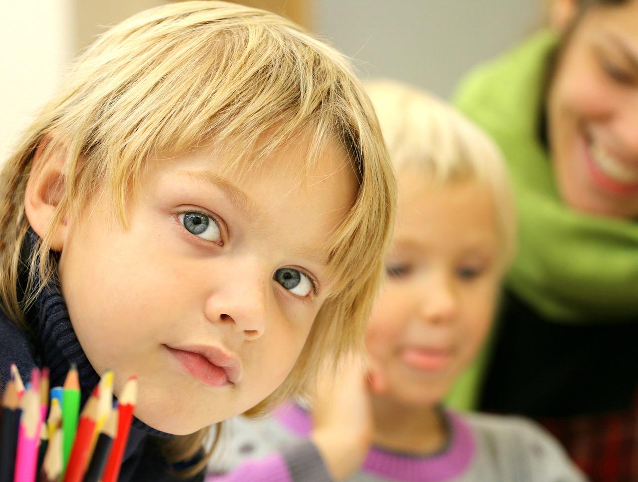 12 toimenpidettä, joilla opetushallitus pyrkii nostamaan poikien oppimistuloksia