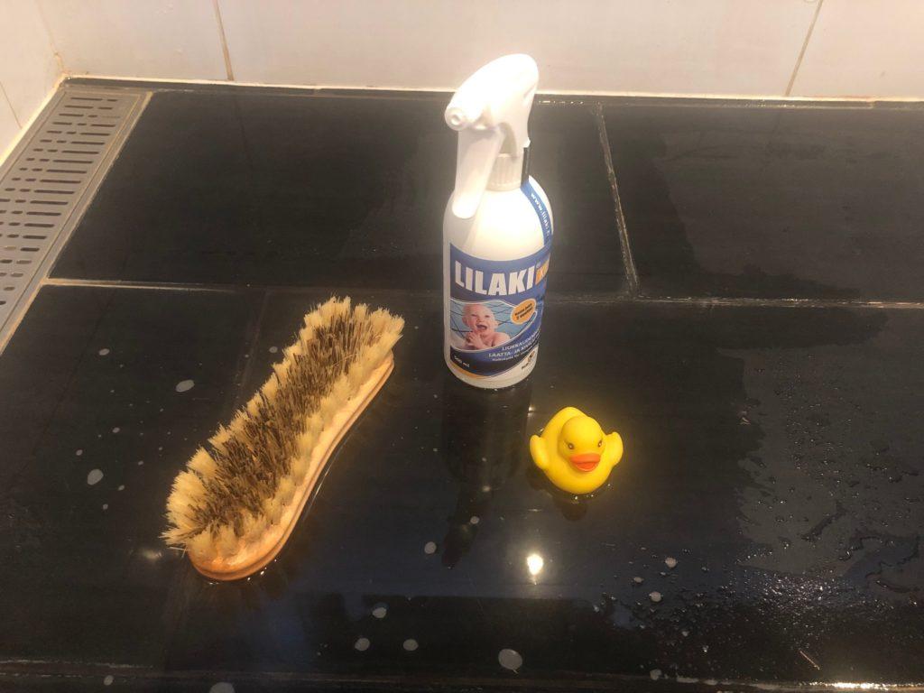 Kylpyhuoneen liukueste