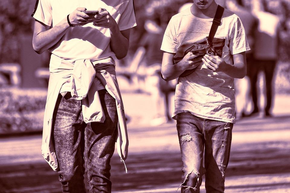 viisi keinoa hallita puhelinriippuvuutta