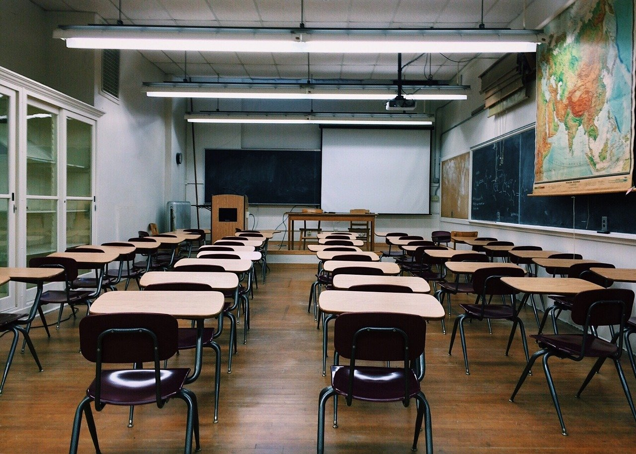 Kuka korvaa, jos lapsi rikkoo jotain koulussa? Tapaus lusikka