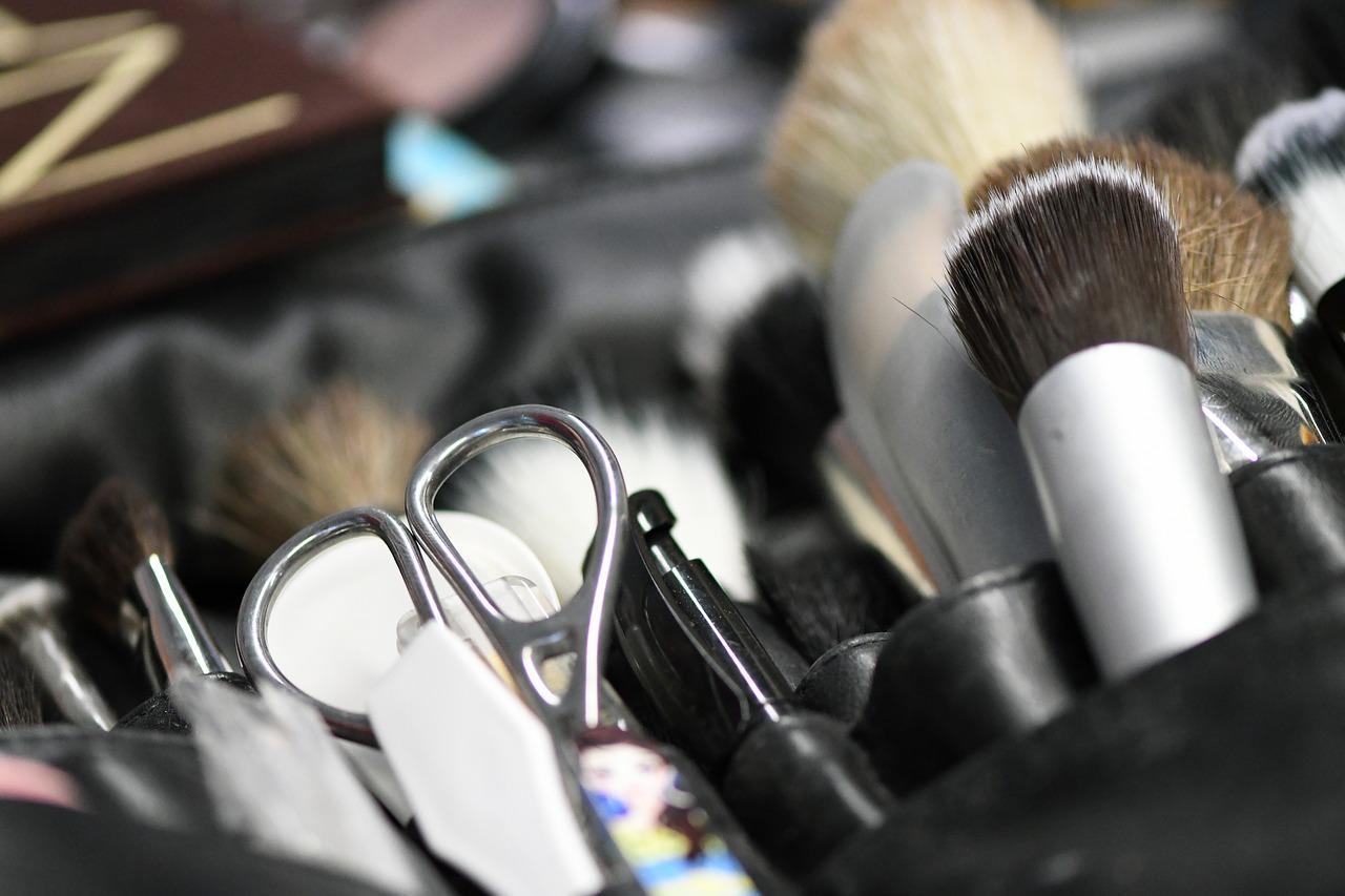 Poikien tukkamuoti yllättää -permanentit on nyt muodissa