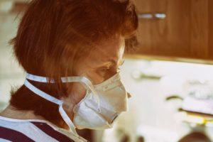 Pelko ei jätä rauhaan: työssäkäyvän äidin tuska koronan aikana