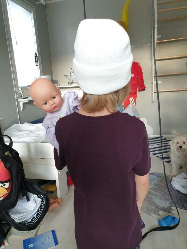 You are currently viewing Pitäisikö jokaisen pojan leikkiä nukeilla?