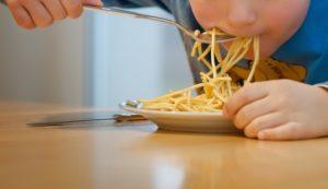 Nuudellia ja pinaattilettuja lounaaksi seuraavat 3kk -meille ei kuulu kouluruoka?