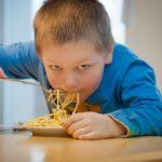 Tiesitkö, että syömishäiriö voi kehittyä myös pojalle?