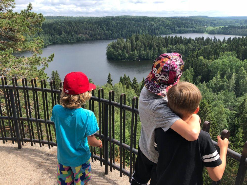 10 vinkkiä kesäloman viettoon kotimaassa lasten kanssa