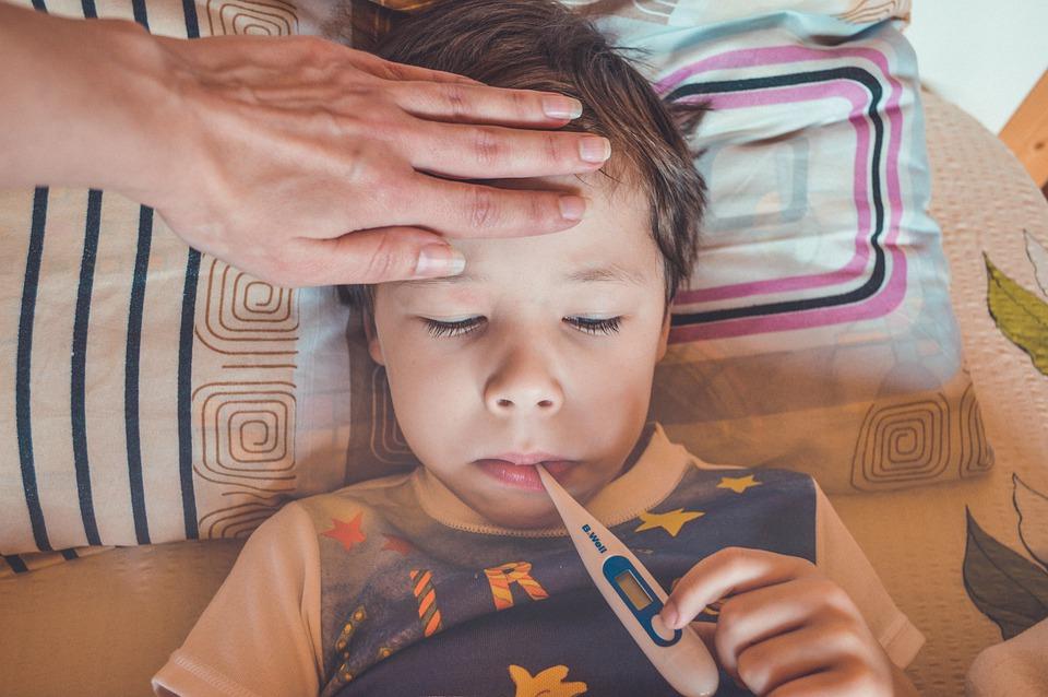 Voiko jatkuvasti nuhaisen lapsen päästää päiväkotiin tai kouluun?