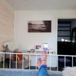 Aikuisten makuuhuoneen sisustus -uusi hirsipaneeli seinä