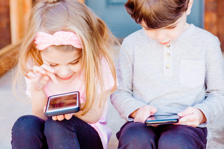 Lapsen ensimmäinen puhelin