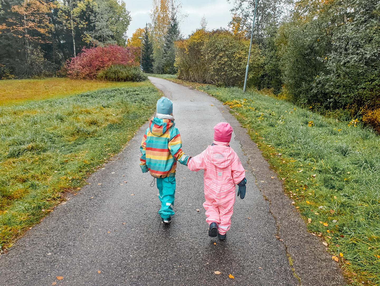 Tasapäistäminen tekee meistä ja lapsistamme onnettomia