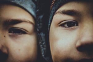 Poikien (kaksoset) itsetunto maassa -mitä tehdä?