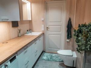 Kylpyhuoneen remontti. Hieno kylpyhuone suurperheelle