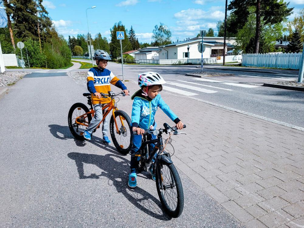 Lapsen pyöräilyvarusteet, muista tärkeimmät
