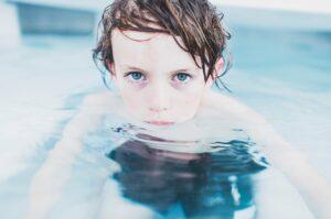 Joka neljäs kuudesluokkalainen ei osaa uida -uimataito on tärkeä!