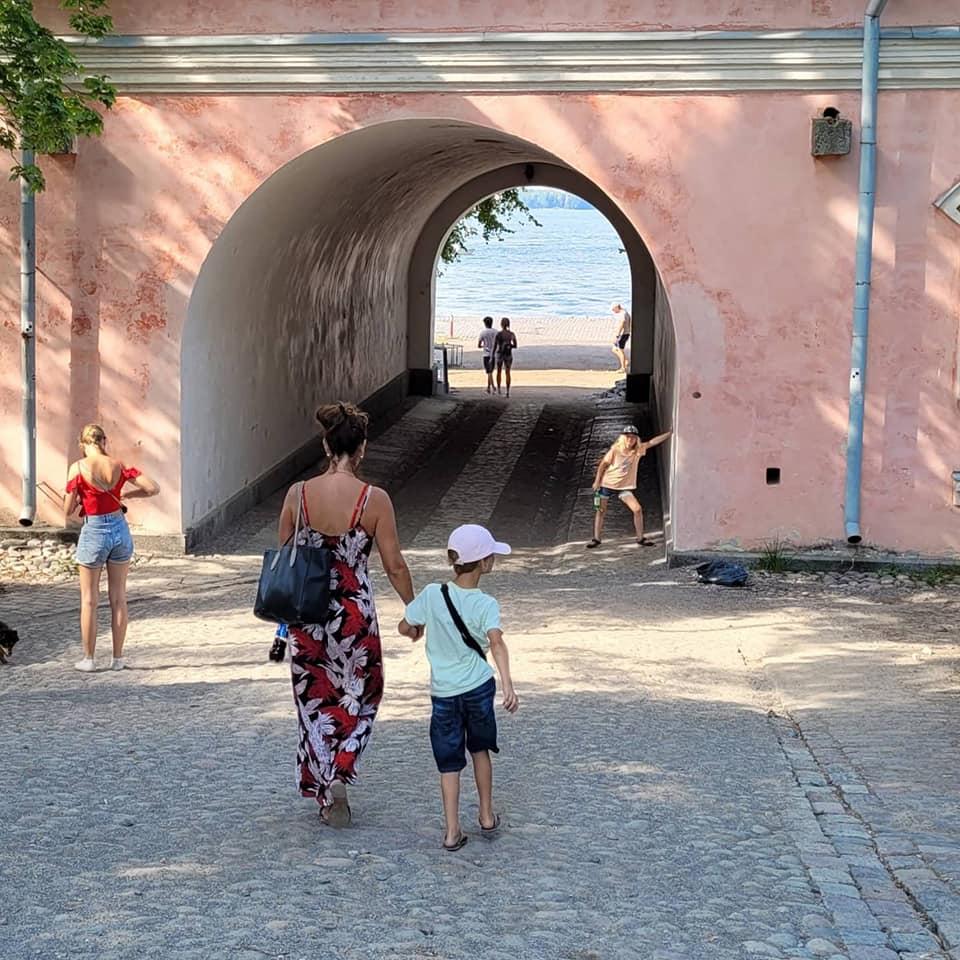 You are currently viewing Suomenlinna lasten kanssa -yllätyksiä täynnä!