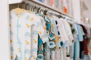 Read more about the article Miten valita lapselle oikeankokoiset vaatteet?